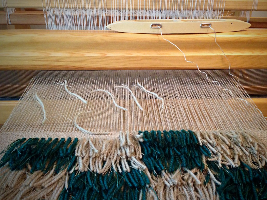 "Separating threads into ""triplets"" for rya knots."