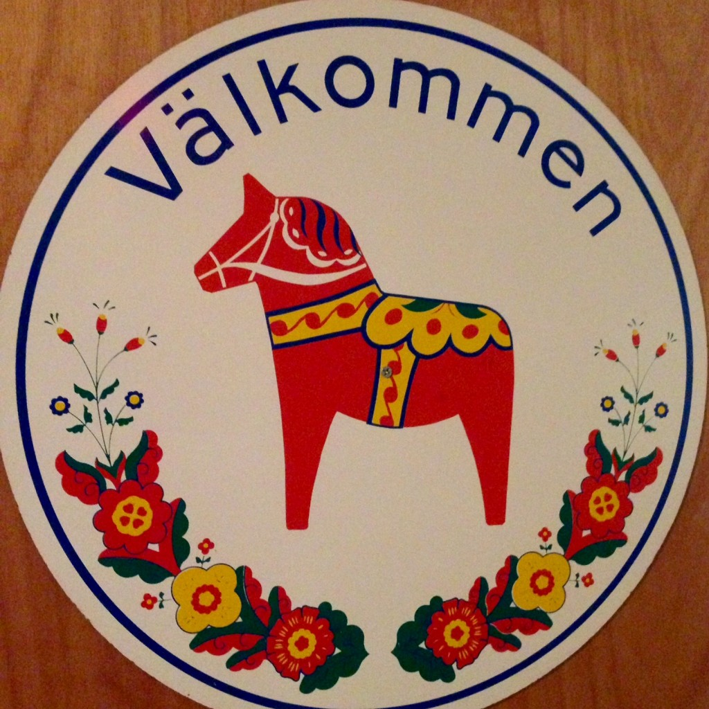 Sign on door to Vavstuga weaving studio.
