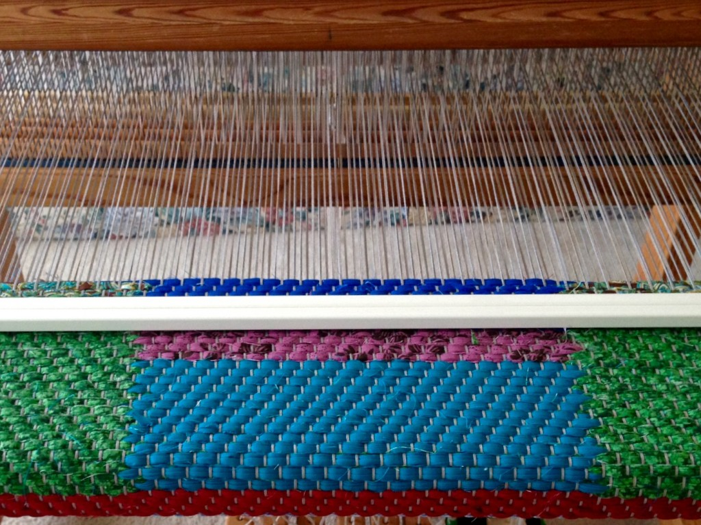 Twill double-binding rag rug on the loom.