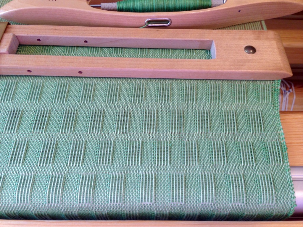 Cotton lace weave scarf on the loom. Fringe twister video.