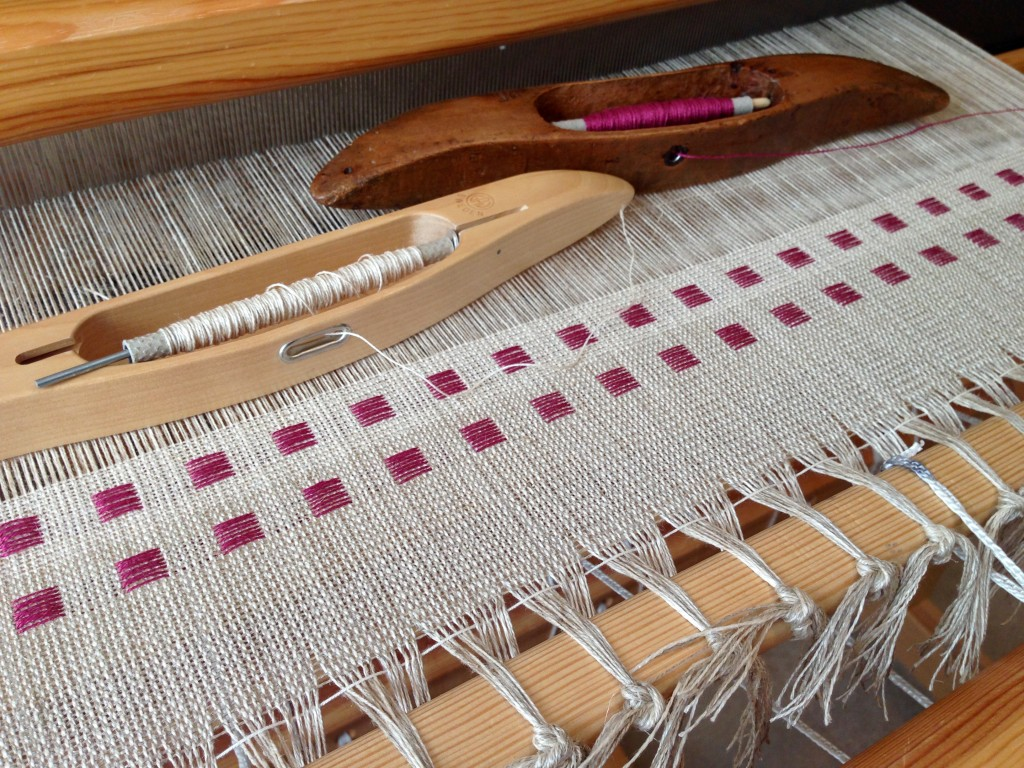 Beginning dice weave in linen.