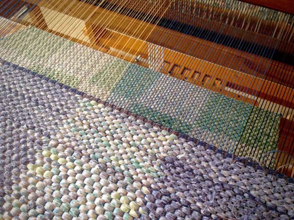 Rag rug on the loom. Woven hem.