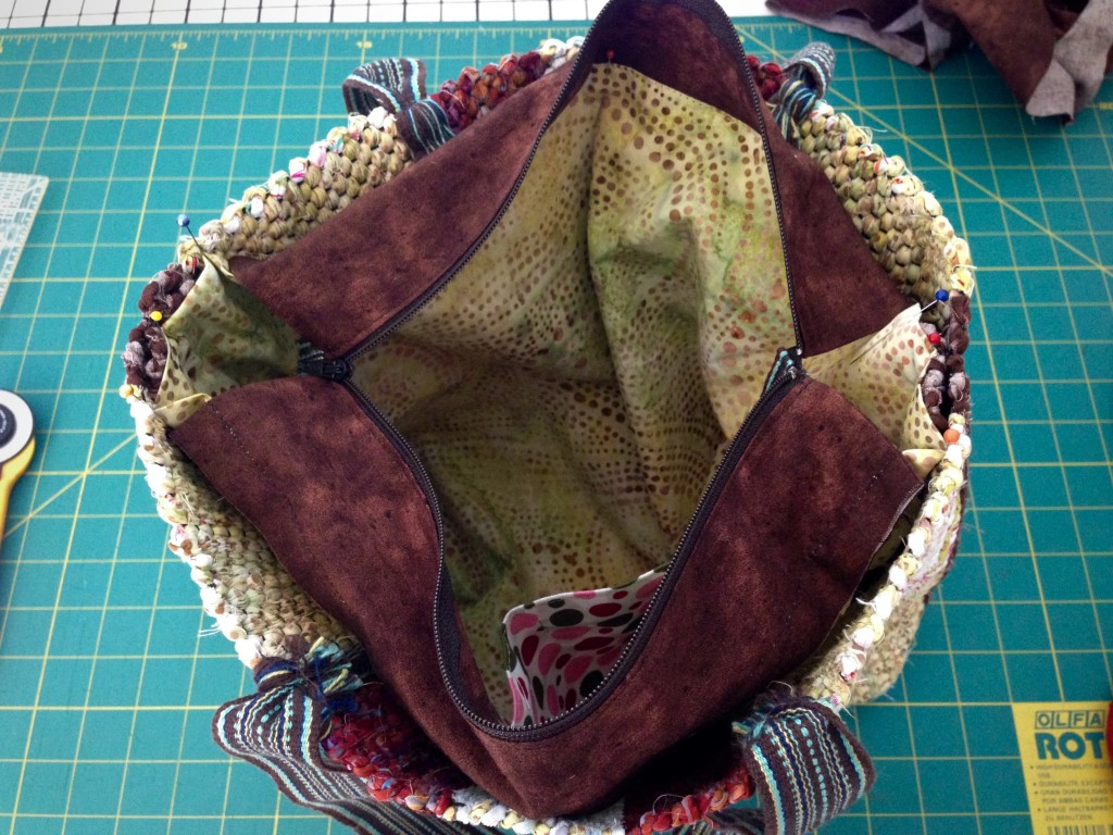 Adding zippered lining to handwoven bag. Instructions.