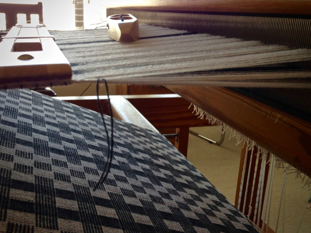 Diminishing shed at the end of the warp. Cottolin table runner at the hem.