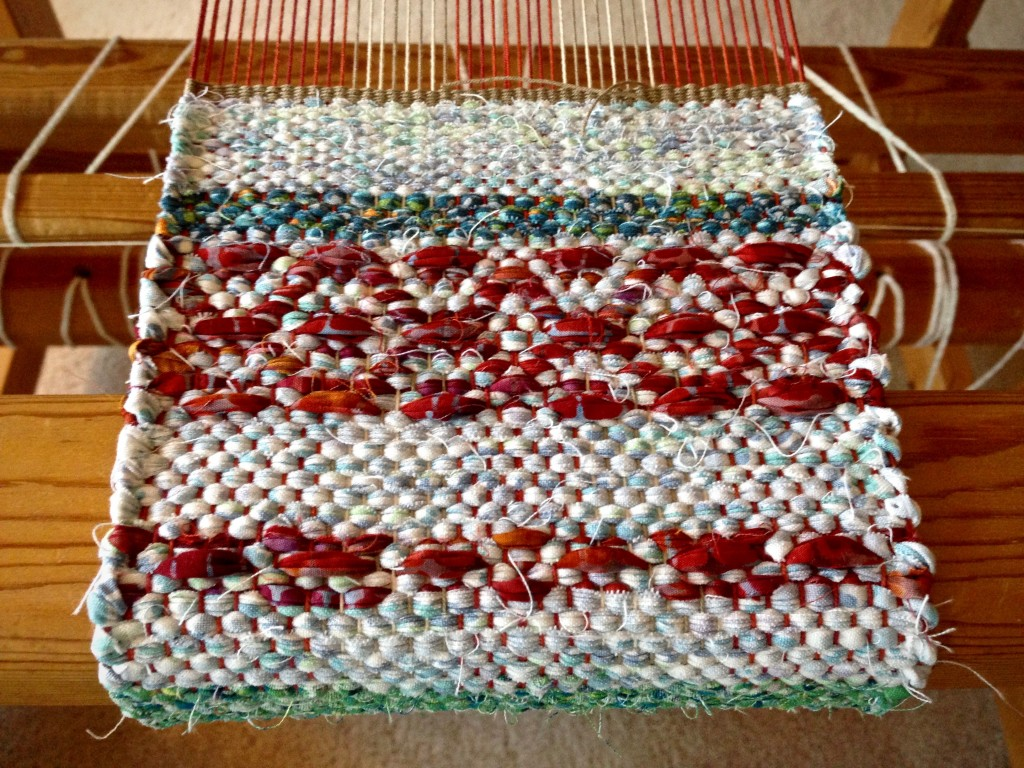 Mini rag rug on the loom with rosepath design.