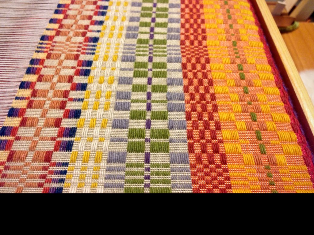 Colorful Fårö wool is used for the monksbelt pattern weft.