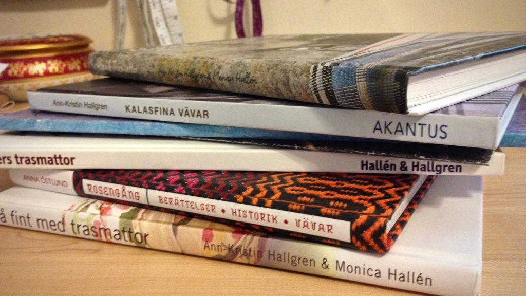 A few of my favorite Swedish weaving books.