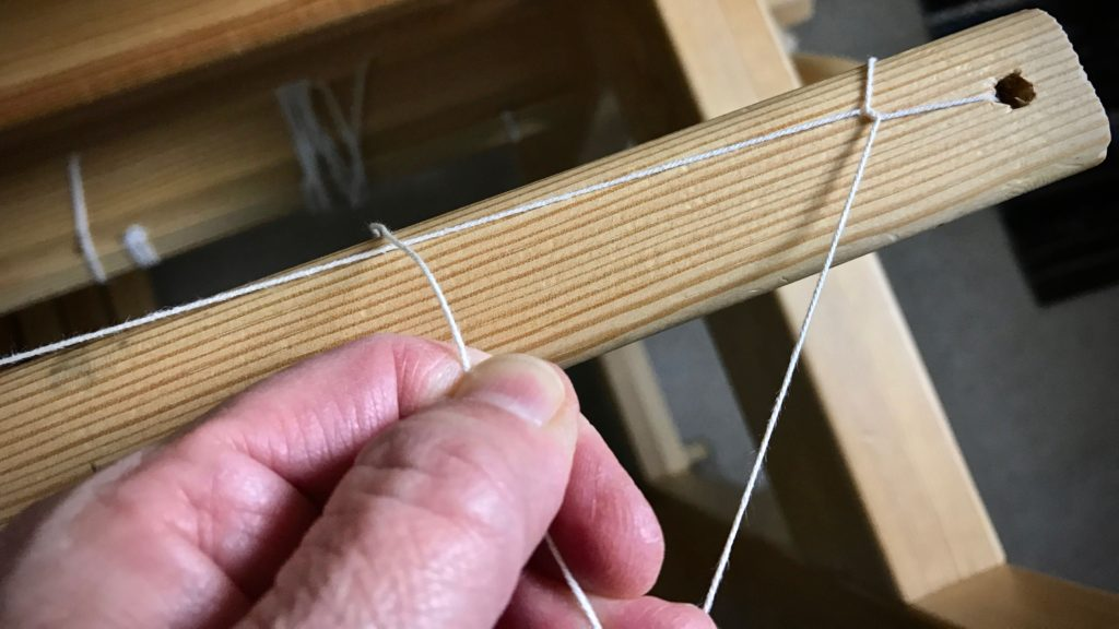 How to tie the second end of the leveling string.