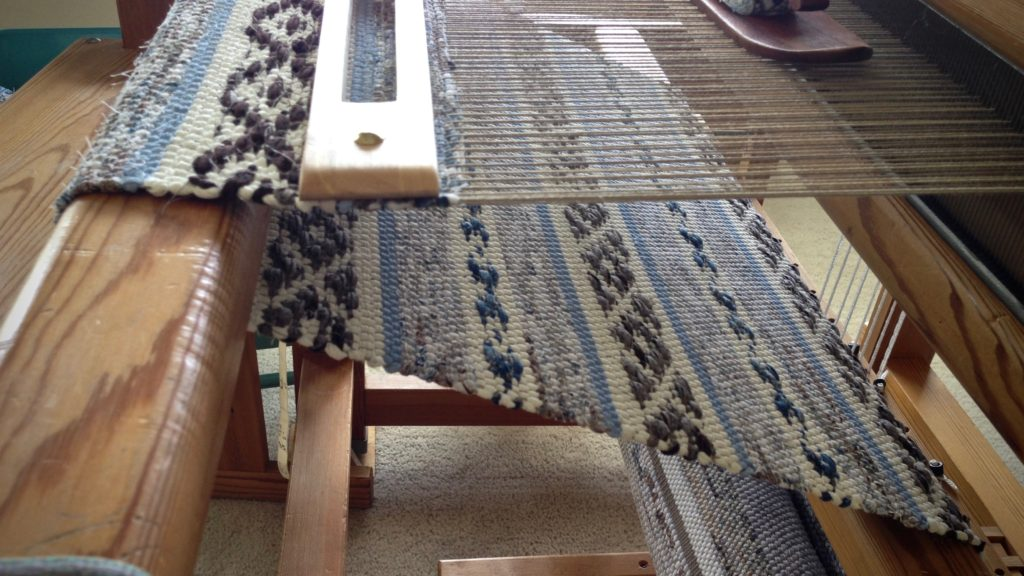 Seeing the reverse side of the rosepath rag rug on the loom.