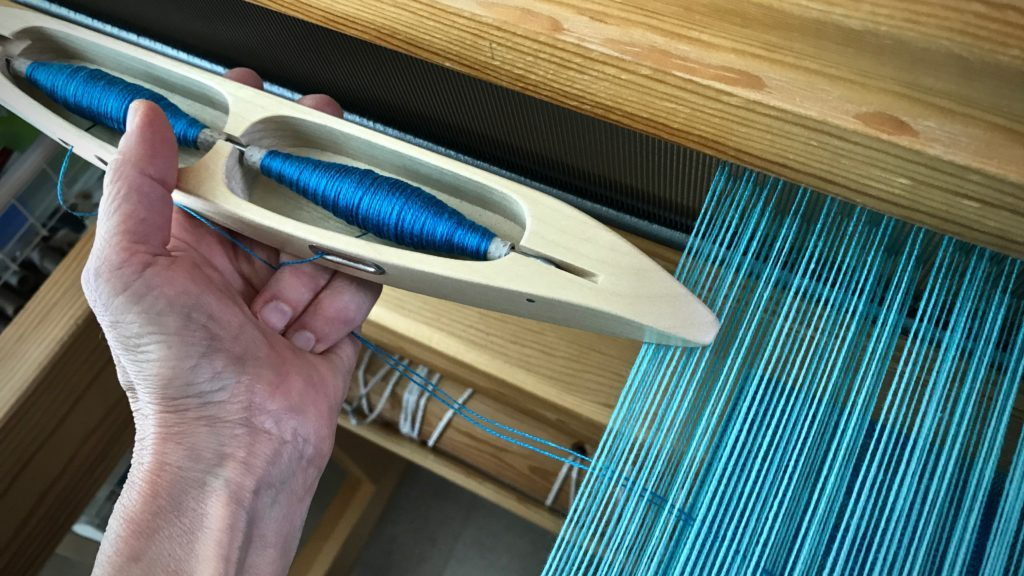 Using a double-bobbin shuttle. Tips.