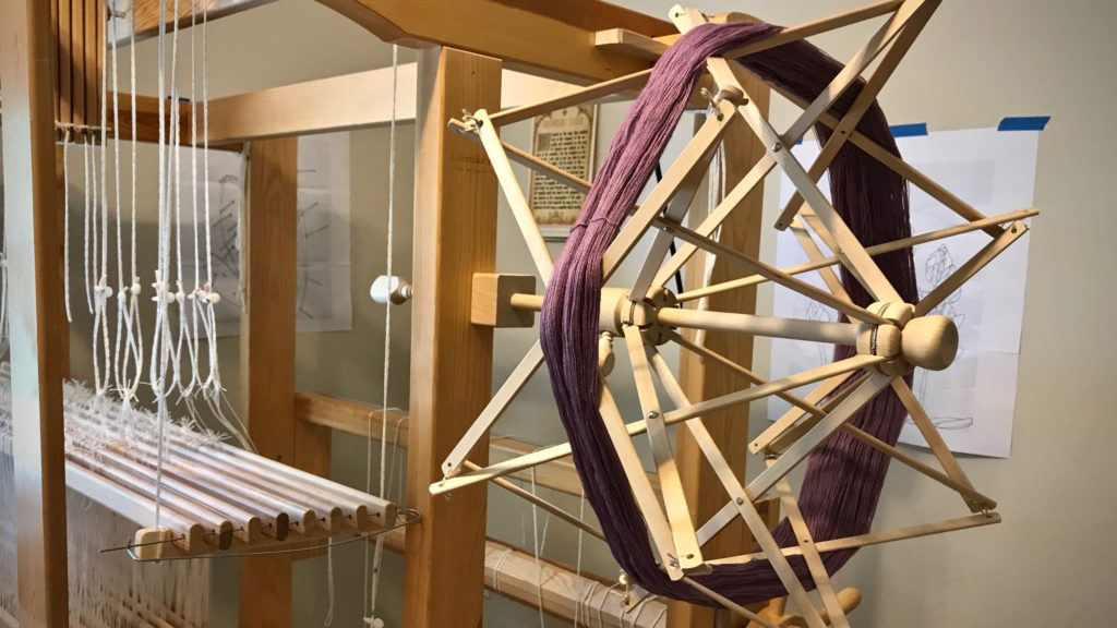 How to use an umbrella swift for weaving yarn.