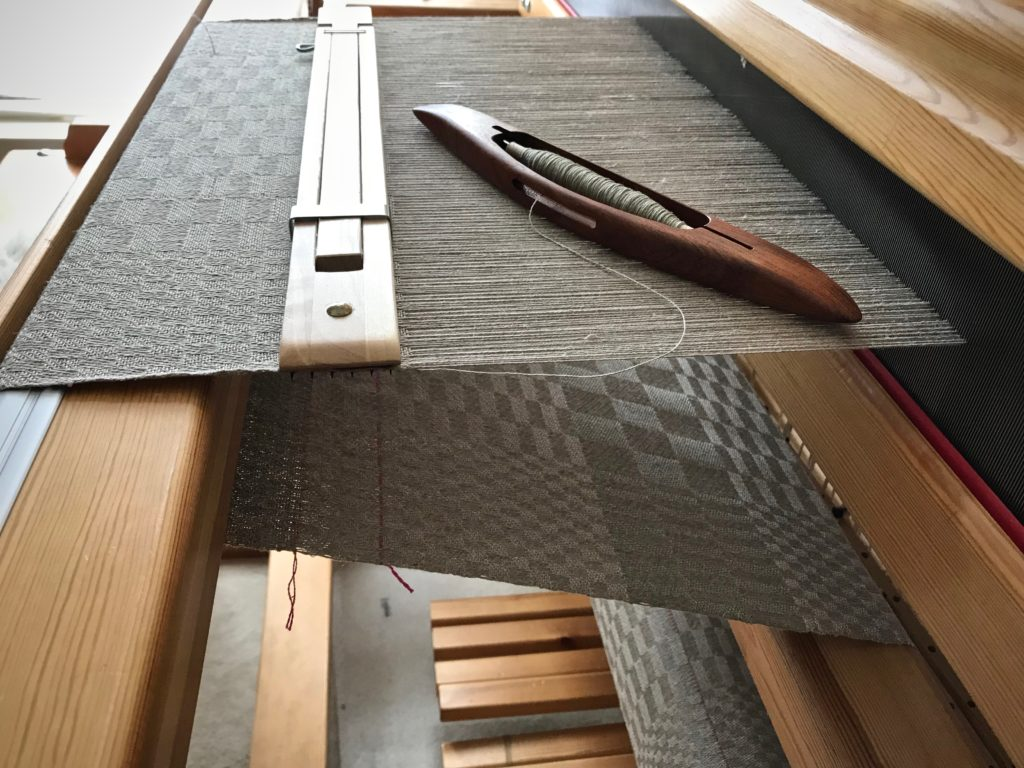 All-linen 5-shaft satin dräll on a Glimåkra Standard loom.