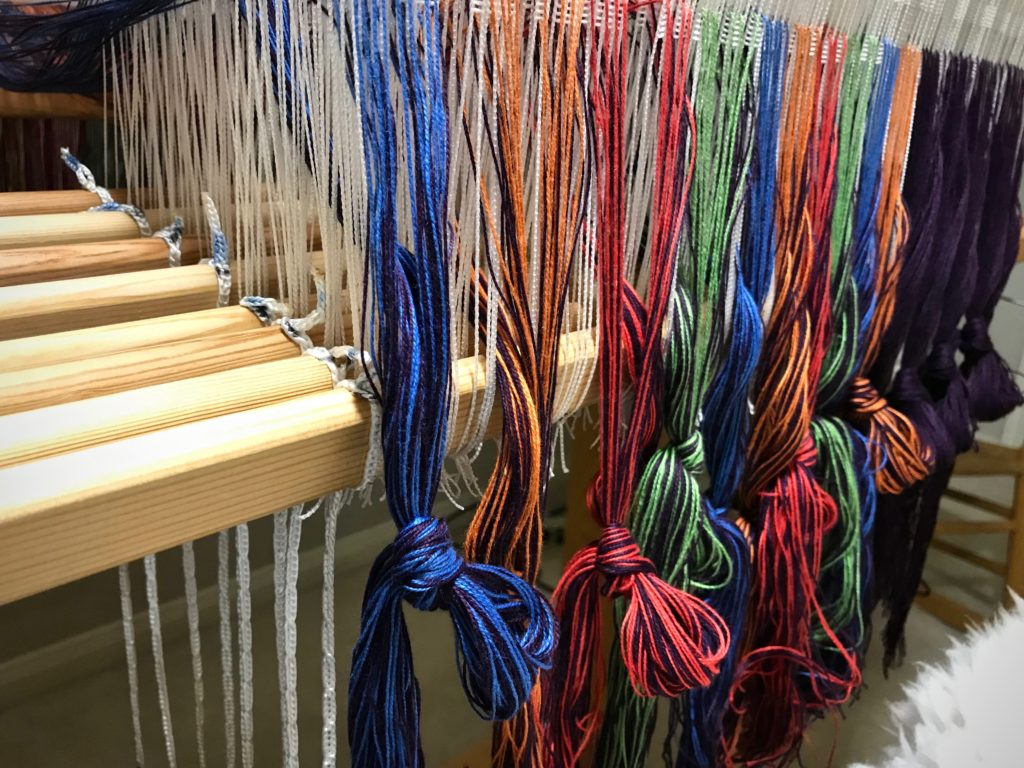 Cords aligned at the center of the warp.
