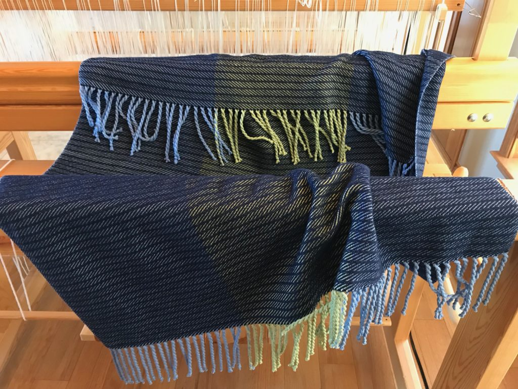 Finished 8-shaft twill cotton throw. With fringe!