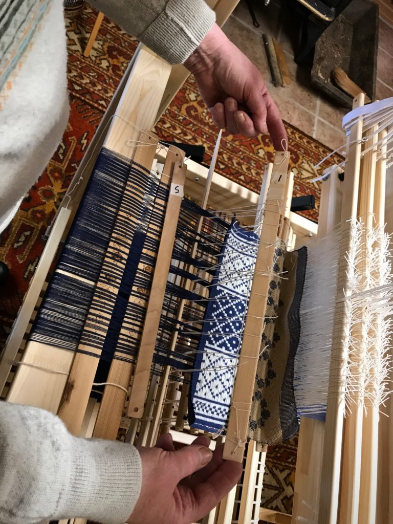 Half-heddle sticks for weaving opphämta.
