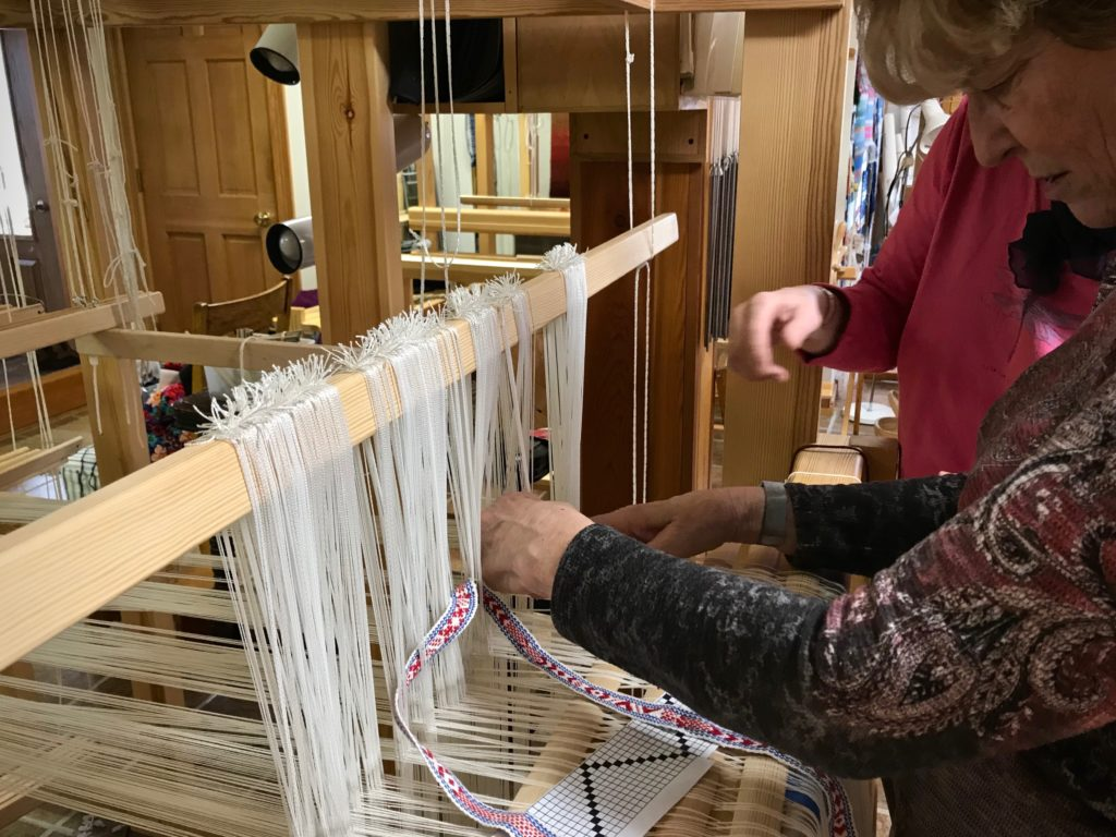 Distributing pattern heddles on the drawloom.