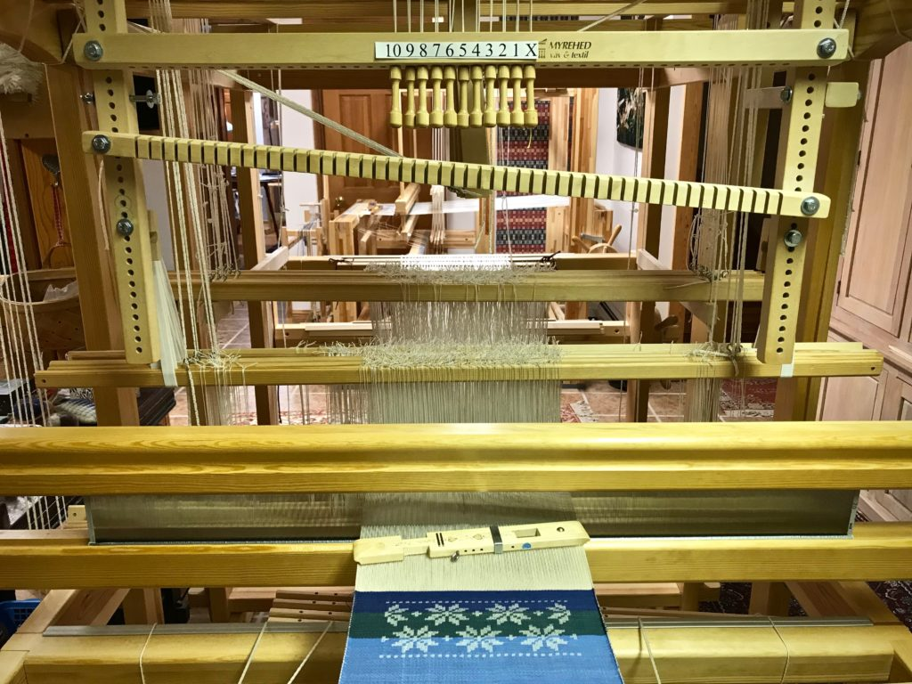 Eight-pointed star on the shaft drawloom at Joanne Hall's drawloom class.