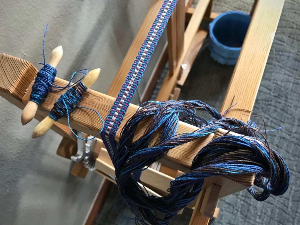 Leftover linen to use as weft on the band loom.