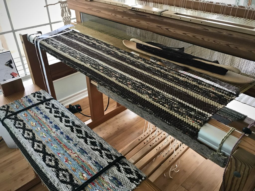 Rag rug on the loom. Tutorial about selvedges.